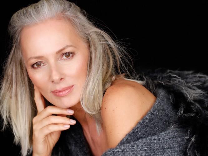 Petra van Bremen gut gebuchtes Model, Petra von Bremen Model mit grauen Haaren, Model mit über 50, Fashion-Blog, Lieblingsstil.com,
