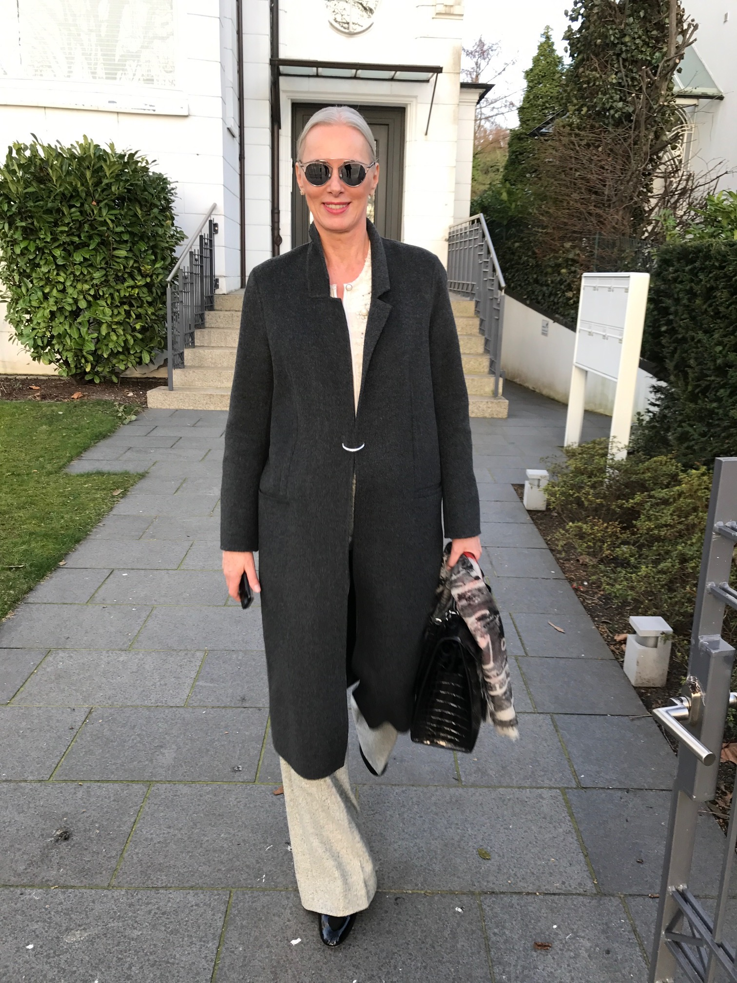 Petra van Bremen liebt klassische Looks, Petra van Bremen graues Model, reiges Model, Petra van Bremen Model, Fashion-Blog, Lieblingsstil.com,