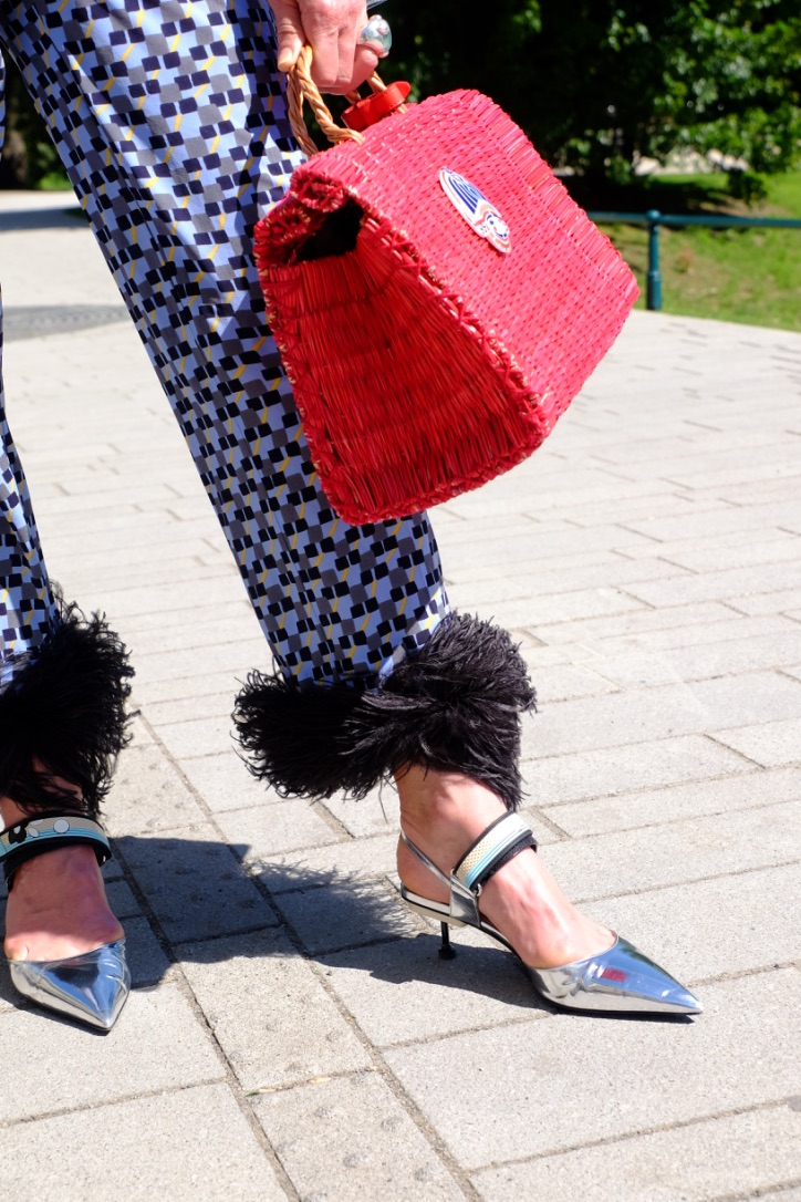 Prada Hose Federn, Heimat Atlantica bag, Heimat Atlantica sac, Heimat Atlantica Tasche, Fashion-Blog, Lieblingsstil.com,