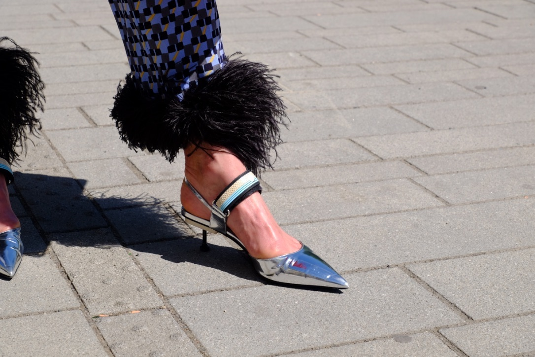 Prada style, Prada Look feather, Prada pants feather, feather pants Prade, Feder Hose Prada, Hose Federn Prada, Fashion-Blog, Lieblingsstil.com,