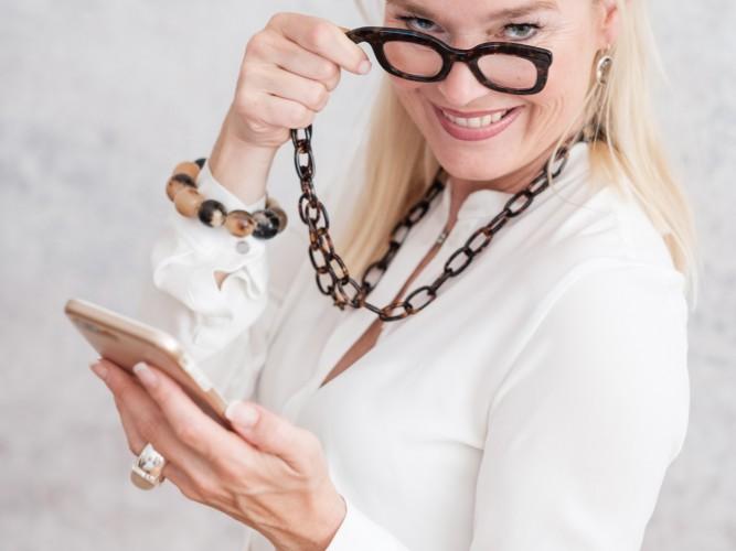 Handbrille by Tom +Hatty, handbrille.com, Petra Dieners, Handbrille Tom & Hatty, Lesebrille als modisches Accessoire, Fashion-Blog, Lieblingsstil.com,