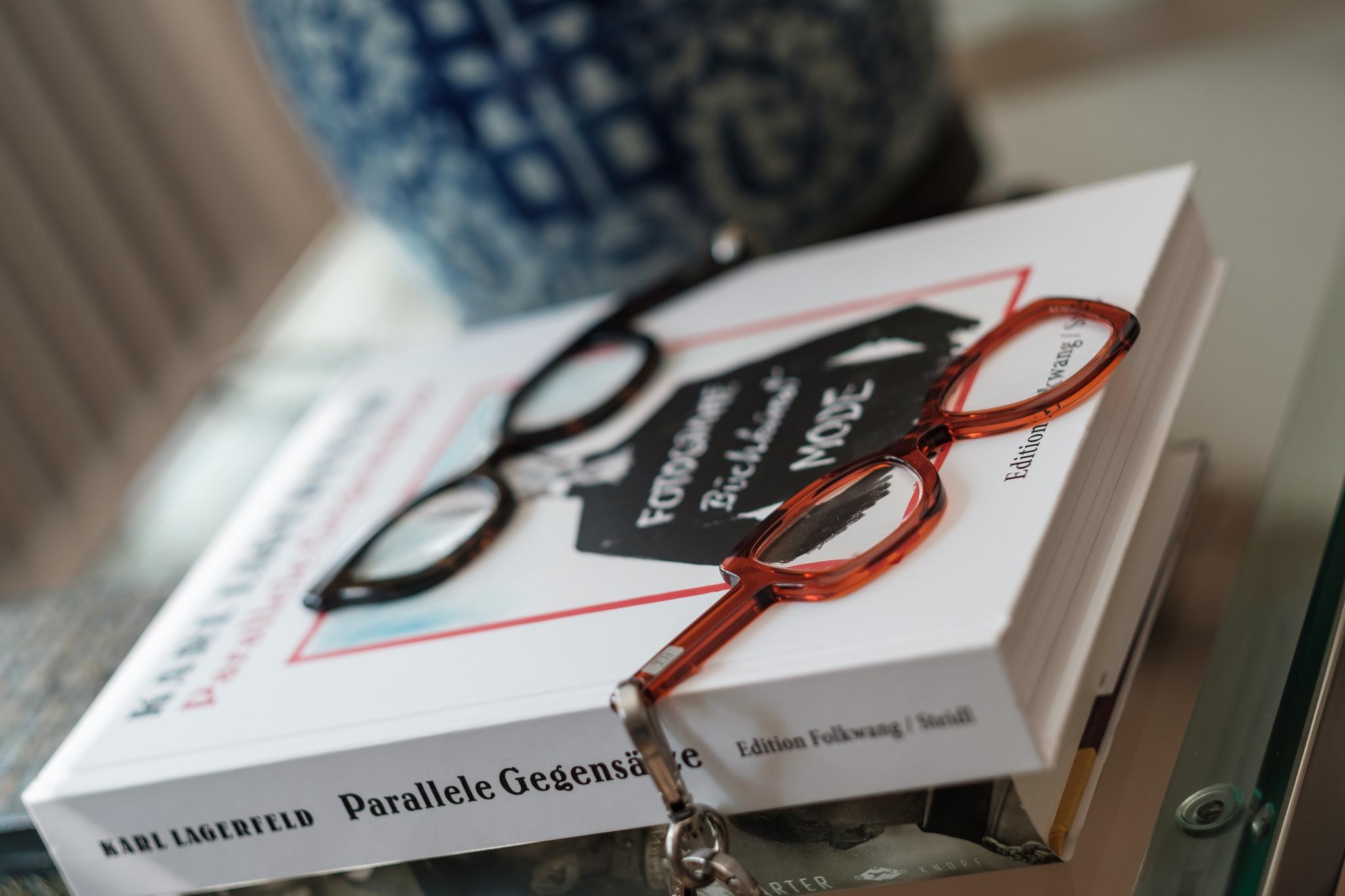 Handbrille.com, Handbrille by TOM+HATTY, coole Lesebrille mit Kette als modisches Accessoire, Fashion-Blog, Lieblingsstil.com,