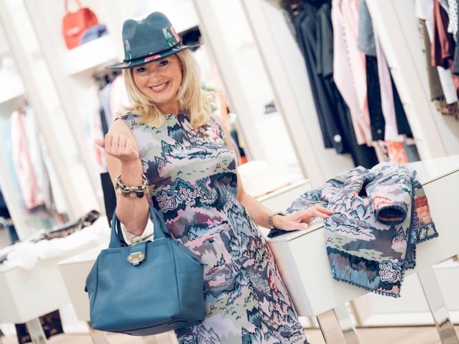 Hetkamp Raesfeld, Kleid mit passendem Mantel All Yours by Barbara Schwarzer, Tasche blau Armani Collezioni, Unützer Plateau Schuhe, Fashion-Blog, Lieblingsstil.com, Petra Dieners,