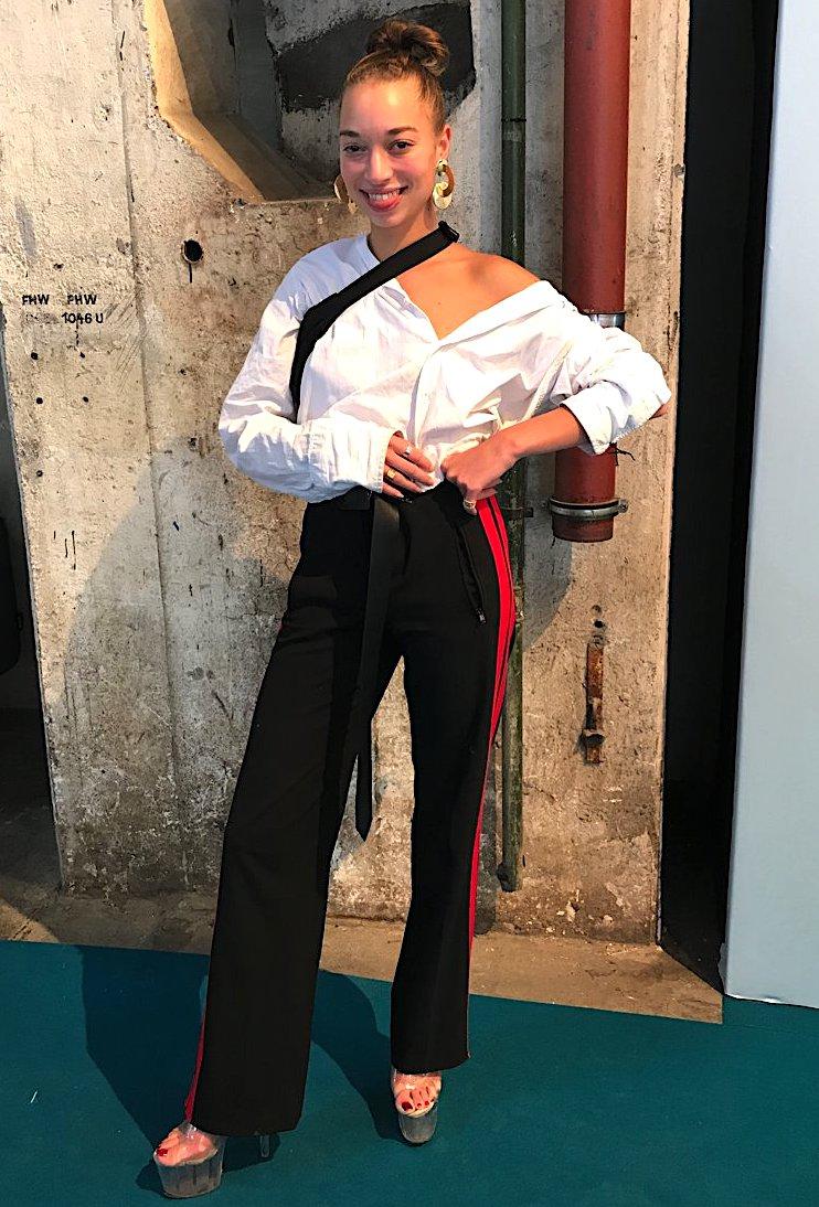 Trackpants zu Wickelbluse, Streetstyle Fashion Week, Kronprinzenpalais Style, Styles Fashion Week, Looks Fashion Week, Fashion-Blog, Lieblingsstil.com,