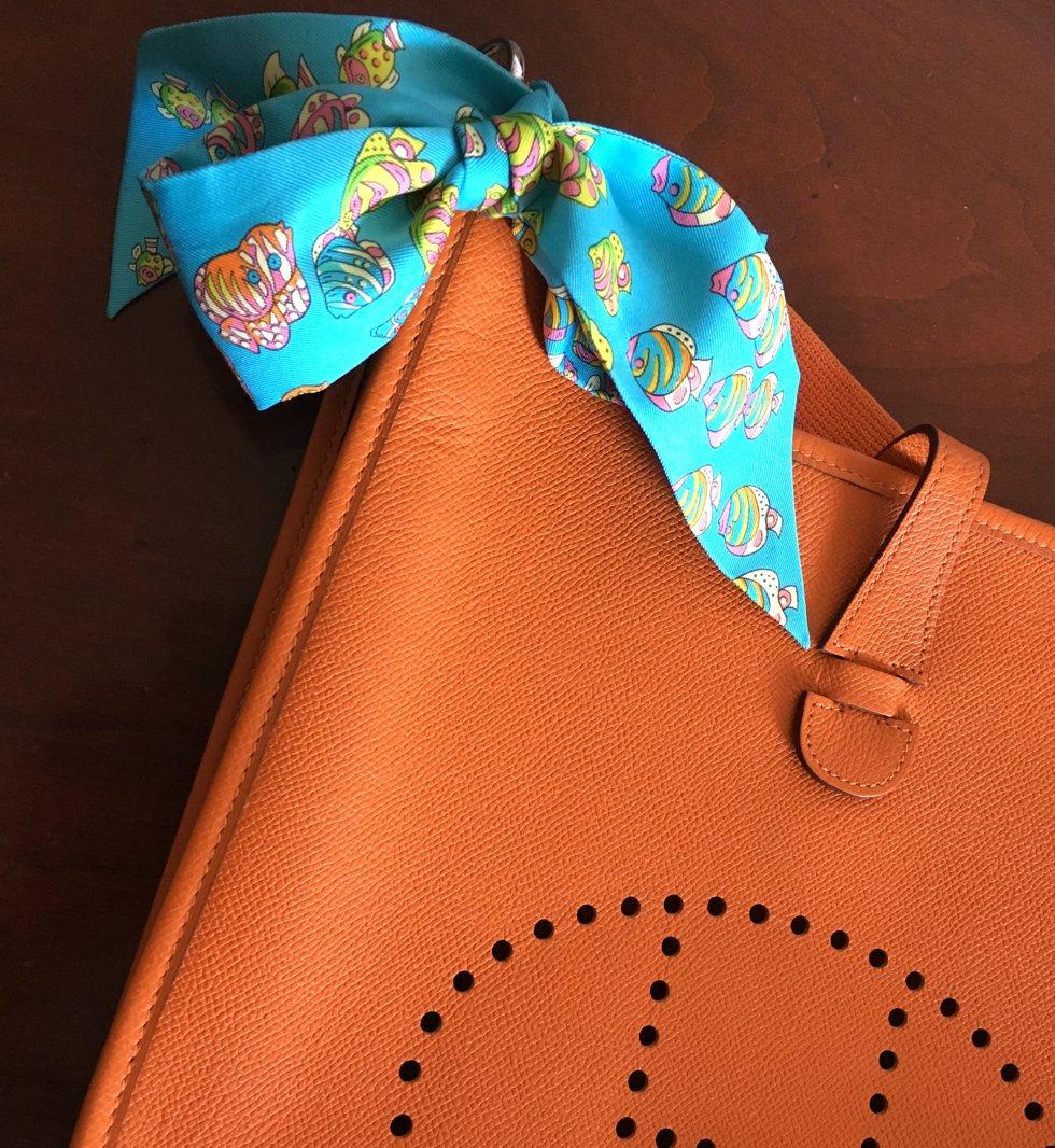 Twilly Trend, Twilly Optionen, Twilly binden, Twilly an der Tasche, Wie trägt man ein Twilly, Fashion-Blog, Lieblingsstil.com,