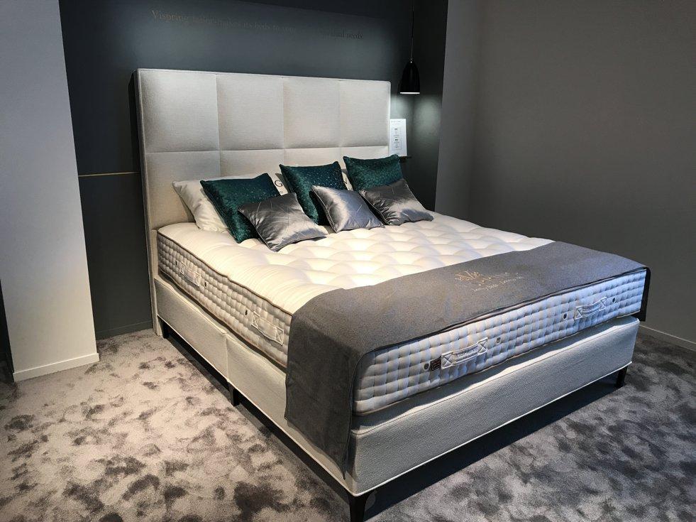 hochwertige betten hasena bett factory line bloc rahmen im loftstil massive akazie mit kopfteil. Black Bedroom Furniture Sets. Home Design Ideas