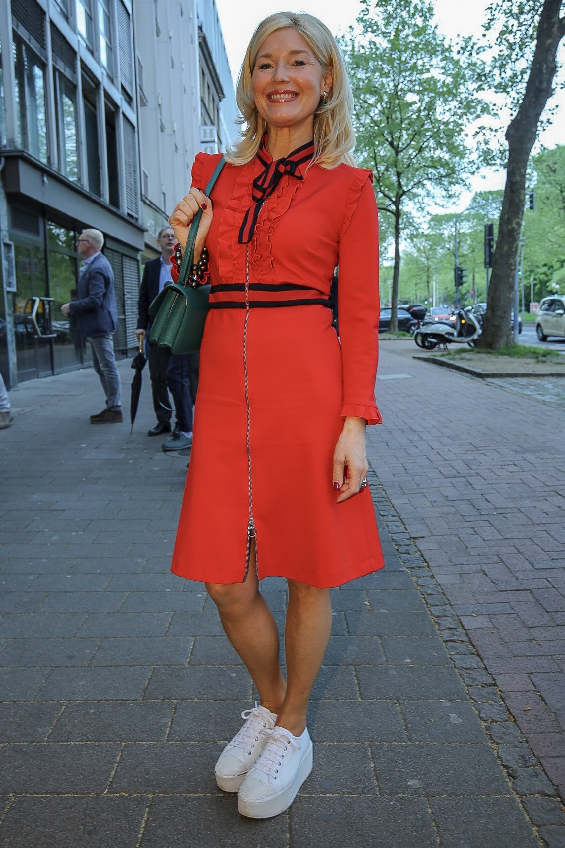 lady in red - ein kleid in rot | lieblingsstil